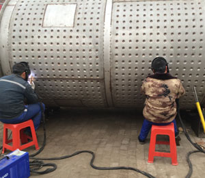 污app网站  On site fabrication of honeycomb jacket tank